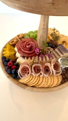 Charcuterie Board, Plateau Charcuterie, Charcuterie Recipes, Charcuterie And Cheese Board, Recipes Appetizers And Snacks, Yummy Appetizers, Appetizers For Party, Appetizers Table, Party Food Platters