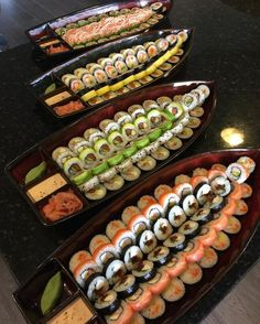 Awesome sushi boats ⛵️😍🍣I need this to be in front of me so bad! I Love Food, Good Food, Yummy Food, Sushi Catering, Sushi Boat, Japanese Food Sushi, Sushi Platter, Sushi Party, Sushi Time