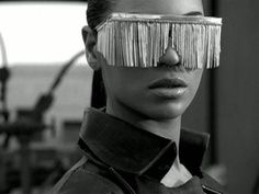 Beyonce has been rocking some uber fancy glasses in one of her video clips, DIVA, straight from her latest album i am sasha fierce. Beyonce Music, Beyonce Album, Beyonce Fans, Beyonce Style, Beyonce Photoshoot, Beyonce Beyonce, Beyonce Quotes, Jay Z, Persona
