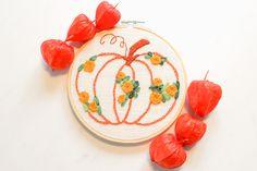 Stickvorlage Kürbis mit Blüten Herbst Coin Purse, Pumpkin, Embroidery, Fall Pumpkins, Seasons Of The Year, Bricolage, Breien, Pumpkins, Needlepoint
