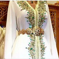 Fabulous Kaftan in white and green Style Caftan, Caftan Dress, Morrocan Dress, Moroccan Caftan, Oriental Dress, Oriental Fashion, Arab Fashion, Muslim Fashion, Arabic Dress
