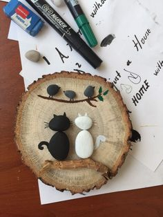 Taş boyama kediler – Keep up with the times. Cat Crafts, Diy Home Crafts, Crafts For Kids, Handmade Crafts, Stone Crafts, Rock Crafts, Arts And Crafts, Rock Painting Patterns, Rock Painting Designs