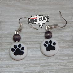 Par de brincos Patinhas Diy Earrings Polymer Clay, Polymer Clay Cat, Plaster Crafts, Clay Cats, Pasta Flexible, Clay Projects, Clay Creations, Clay Jewelry, Biscuit