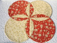 Christmas Table Runner Quilt - Xmas Table Topper Centerpiece - Snowflakes Poinsettia - Red Cream Gold 35 00 via Etsy Quilted Table Toppers, Quilted Table Runners, Plus Forte Table Matelassés, Picture Table, Christmas Runner, Christmas Quilting, Circle Quilts, Handmade Table, Mug Rugs