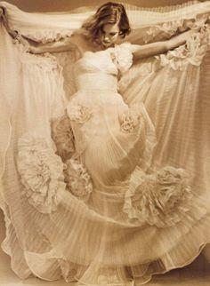 bienenkiste:    Natalia Vodianova by Bruce Weber  White Queen