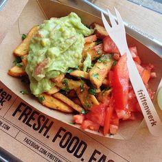 Frittenwerk - Die Pommesmanufaktur,  fries, fritten, pommes, friesbeforeguys, fresh food, streetfood, guacamole, tomato, knoblauchfritten, foodpic, foodie,