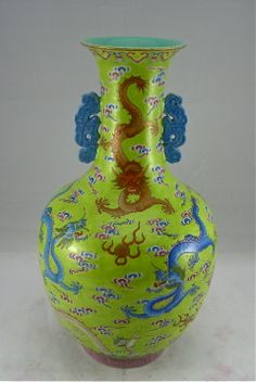 A FAMILLE ROSE BOTTLE VASE WITH NINE DRAGONS ON APPLE GREEN GROUND.QING 19th CENTURY DAOGUANG SEAL MARK & OF THE PERIOD. HEIGHT: 30cm.