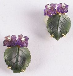 Violet ear clips with serpentine, amethyst and small diamonds (c. 1960)