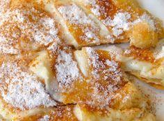 Bougatsa, a. the best night snack in Thessaloniki. Greek Sweets, Greek Desserts, Greek Recipes, Desert Recipes, The Kitchen Food Network, Eat Greek, Healthy Cook Books, Sweets Recipes, Food Network Recipes