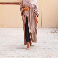 Image in hijab fashion collection by solla ~ on We Heart It Arab Fashion, Islamic Fashion, Fashion Images, Muslim Fashion, Fashion Wear, Girl Fashion, Fashion Outfits, Modest Wear, Modest Dresses