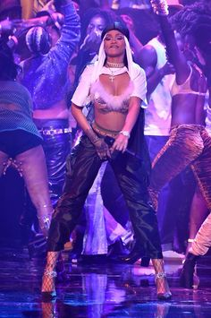 Rihanna vmas 2016 I'm pinning this because it looks hilarious 😂