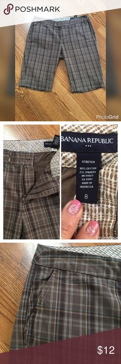 """Unisex Plaid Shorts 100% guarantee on returns for any reason‼️ Condition - preowned great, no flaws, normal signs of wash and wear Color(s) - primary color is brown with white and teal blue stripes for plaid effect Style & Features - plaid boardwalk style shorts with two back pockets, two front pockets, two hook/one button/zip closure Material - Cotton spandex blend Care - Machine washable Measurements (laying flat) - 🔹waist 32"""", 🔹hips 40"""", 🔹front rise 9"""", 🔹back rise 11"""", 🔹leg inseam…"""