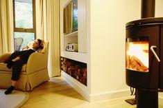 Con el #altavoz Ruark en tu #salón 🎶 y una estufa para caldear el ambiente 🔥, ¡qué a gustito se está!