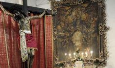 sant'angelo di Brolo -Messina- crocifisso e quadro della Madonna dell'altare  della Chiesa  di San Francesco d'Assisi