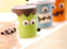 Absolutely beyond cute, these containers are decorated as Halloween characters and filled with homemade play dough. What a great Halloween party gift idea!