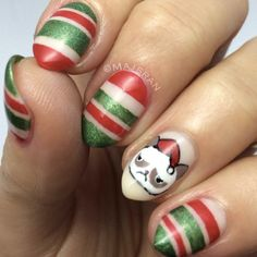 Grumpy cat Christmas nails by @majsran || the best 25 Christmas nail designs #christmasnails