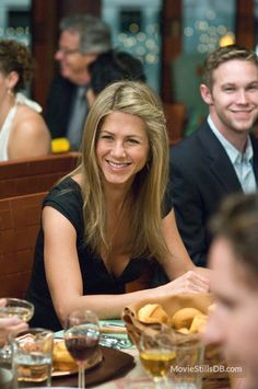 He's Just Not That Into You - Publicity still of Jennifer Aniston. The image measures 1569 * 2362 pixels and was added on 29 August Jennifer Aniston Pictures, Jennifer Aniston Style, Jenifer Aniston, Rachel Green Style, John Aniston, Famous Stars, Bun Hairstyles, Hairdos, Hair Highlights