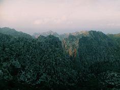 # Mountains Stones Top