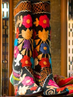 Can't cross the Grand Bazaar without gazing at such boots!  gotta love these boots  oh yeah!!!