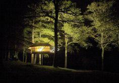 Dom'Up: una casa sull'albero che assomiglia a una tenda da campeggio (e viceversa)