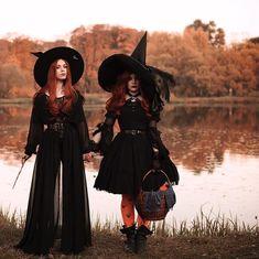 halloween costumes witch Koyu s - halloweencostumes Halloween Designs, Halloween Photos, Couple Halloween Costumes, Halloween Outfits, Vintage Halloween, Halloween Makeup, Witches Costumes For Women, Ghost Costumes, Diy Costumes