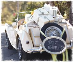 Vintage wedding car loveliness