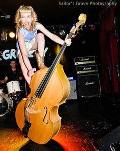 Risultati immagini per women doublebass Rock And Roll, Pop Art, Instruments, Women Of Rock, Betty And Veronica, Rocker Girl, Guitar Girl, Double Bass, Band Pictures
