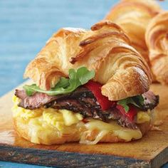 Steak and Egg Breakfast Sandwich. Croissants are rich enough to complement hearty fillings for delicious sandwiches, such as the flank steak, scrambled eggs, roasted bell peppers and arugula used here. The combination makes a satisfying morning meal! Breakfast Desayunos, Breakfast Dishes, Breakfast Recipes, Breakfast Sandwiches, Egg Sandwiches, Breakfast Steak And Eggs, Croissant Breakfast Sandwich, Mexican Breakfast, Breakfast Healthy