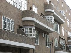 Amsterdamse school architectuur. niet praktisch maar wel erg mooi!