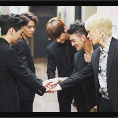 Aron, JR, Minhyun, Baekho, Ren NU'EST