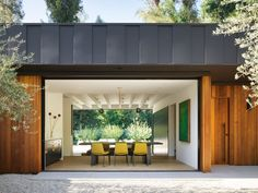 The founder of architecture firm Assembledge+ has completed a house for himself in Los Angeles featuring walls that seem to completely disappear to open up to a garden.David Thompson and his practice … Hollywood Hills, West Hollywood, Indoor Outdoor Living, Outdoor Areas, Luz Natural, Laurel Hill, Cedar Cladding, Gravel Landscaping, Los Angeles Homes