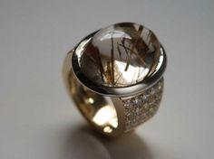 Bague Troïka or blanc & jaune quartz rutilé & diamants 2 Quartz Rutile, Love Ring, Rings For Men, Wedding Rings, Engagement Rings, Jewelry, Jewels, White Gold, Ring