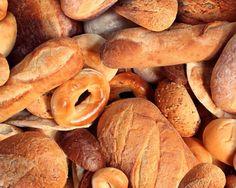 SOUND: https://www.ruspeach.com/en/news/14278/     Сегодня диетологи рекомендуют не употреблять хлеб со всеми продуктами. Хлеб хорошо сочетается с любой зеленью (салат, щавель, лук, петрушка, укроп), с кашами, с некоторыми овощами (капуста и огурец, фасоль и сладкий перец), с молочными и с кисломолочными продуктами, например, кефиром и йогуртом, молоком и ряженкой.     Today nutritionists recommend not to use bread with all products because it is not combined with some food.