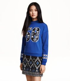 84304b6e6c8d H M Sweatshirt mit Perlenstickerei 14