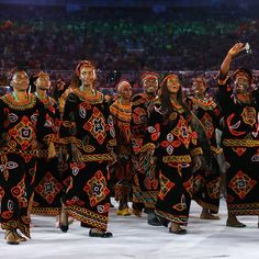 2016 Rio Olympics - Opening ceremony - Maracana - Rio de Janeiro, Brazil - 05/08/2016. Cameroon's (CMR) team arrives for the opening ceremony.  REUTERS/Kai Pfaffenbach  FOR EDITORIAL USE ONLY. NOT FOR SALE FOR MARKETING OR ADVERTISING CAMPAIGNS.   - RTSLA