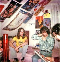Retro Stoners The Value Of A Shovel Article Body: I grew up in Florida. 70s Aesthetic, Aesthetic Bedroom, My New Room, My Room, Dorm Room, Kombi Hippie, Hippy Room, Hippie Life, Jolie Photo
