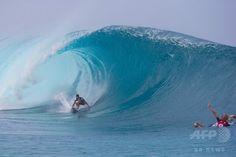 高波のトンネル「バンザイ・パイプライン」でサーフィン大会、米ハワイ / AFPBB News #ハワイ #サーフィン #ボルコム #Volcom #Hawaii