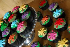 Splat cupcakes - Paint Ball Party?? Garrett or Spencer? Paintball Cupcakes, Paintball Cake, Paintball Birthday Party, Ball Birthday Parties, Birthday Ideas, 10 Birthday, Birthday Cakes, Cupcake Painting, Nintendo Party