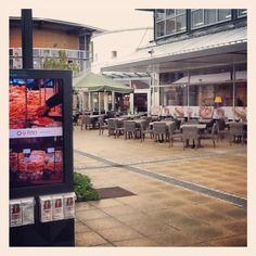 Trots! Vandaag openden wij ons eerste #Restaurant in Duitsland. Namelijk in #Zweibrücken, het grootste #outletcentrum van Duitsland. Wij wensen onze horecamanager Lars en zijn team heel veel plezier en succes! Kom jij ook een keer langs?