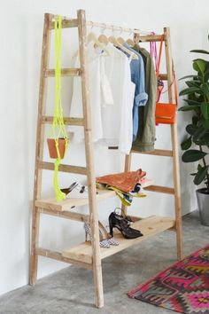 An orange and grey herringbone quilt DIY ladder clothing rack Perfect for clothes that are Old Ladder, Ideas Para Organizar, Creation Deco, Wooden Diy, Diy Wood, Home Organization, Clothing Organization, Organize Clothing, Organizing Ideas