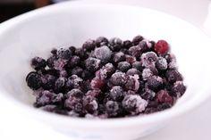 Con antojos de #arandanos #antioxidantes? Úsalos en tus recetas de #smoothies saludables. Estamos en Bogotá. Pide tu cajita de Arándanos para smoothies congelados y listo para sólo licuar. Blackberry, Raspberry, Fruit, Food, Frozen Blueberries, Healthy Smoothies, Food Recipes, Recipes, Blackberries