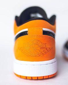 #hypebeast #sneakers #kicks #shoes #nike #adidas #yeezy #jordan #fashion #sneakersfemme #sneakershomme #unisex #streetwear #modestreetwear #modetendance #basketnikefemme #streetwearfashion #airmax #airforce #chaussures #chaussuresnike #chaussuresjordan #chaussuresretro #stockx #stockxsneaker Mode Streetwear, Streetwear Fashion, Hypebeast Sneakers, Basket Nike, Kicks Shoes, Yeezy, Air Max, Air Force, Baby Shoes