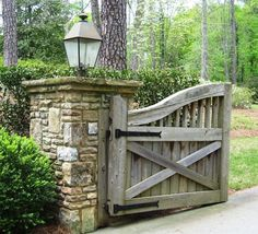 simple driveway entrance with gates Front Yard Fence, Front Gates, Entrance Gates, Front Entry, Farm Entrance, Driveway Entrance, Rock Driveway, Farm Gate, Fence Gate