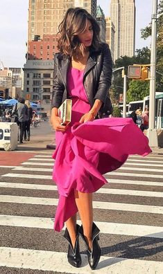 how to wear a pink maxi dress : biker jacket bag ankle boots Casual Outfits For Moms, Outfits Otoño, Casual Summer Dresses, Spring Outfits, Fashion Over 40, Curvy Fashion, Style Fashion, Cozy Winter Outfits, Dress With Boots
