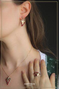 trachtenschmuck, tracht, Dirndl, Weinland, wein, Weintraube, Merlot, schmuck, jewellery, Tradition, Gold, landschaft Diamond Earrings, Gold, Jewelry, Ideas, Wine Country, Vitis Vinifera, Grenades, Ear Jewelry, Stud Earring
