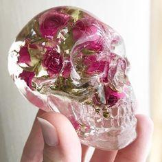 sosuperawesome: Resin Art by Samantha Swanson on. Diy Resin Art, Diy Resin Crafts, Diy And Crafts, Arts And Crafts, Diy Resin Skull, Skull Mold, Decor Crafts, Skull Decor, Skull Art