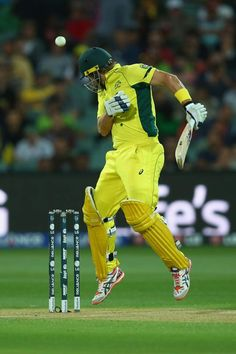 Shane Watson turns his head away and hops to evade yet another Riaz bouncer