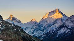 First morning light on Dent Blanche and the Matterhorn. Valais Switzerland. [OC][4444x2500]
