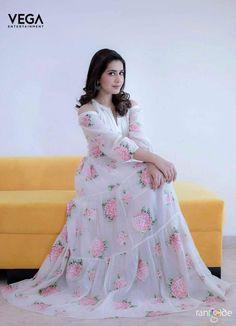 Telugu Actress Rashi Khanna Hot Looking Photo Shoot In White Dress 2018 Indian Attire, Indian Outfits, Indian Clothes, Indian Wear, Rashi Khanna Hot, Girl Fashion, Fashion Dresses, Fashion Ideas, Fashion Beauty