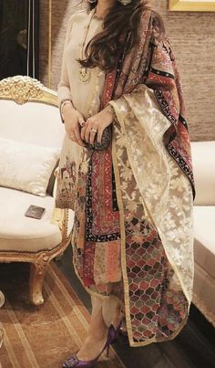 Best Trendy Outfits Part 25 Pakistani Formal Dresses, Pakistani Dress Design, Pakistani Outfits, Indian Outfits, Simple Dresses, Casual Dresses, Fashion Dresses, Dress Indian Style, Indian Dresses